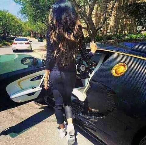 Фото девушек у машины на аву
